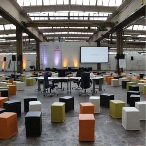 SWOOFLE Mietmöbel - online Lounge Möbel mieten - Lounge Hocker bunt