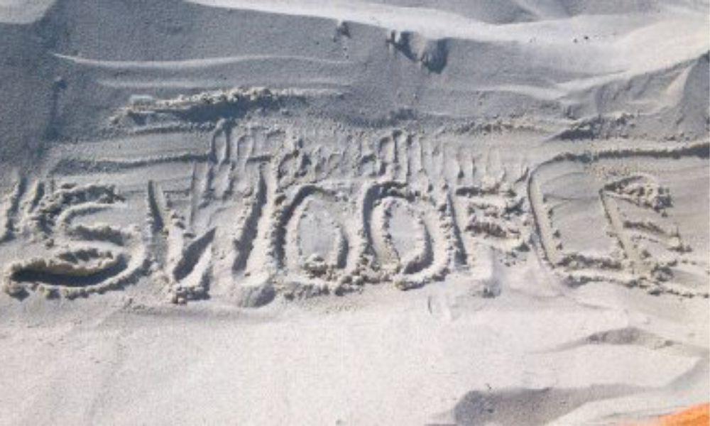 SWOOFLE Fußabdruck im Sand