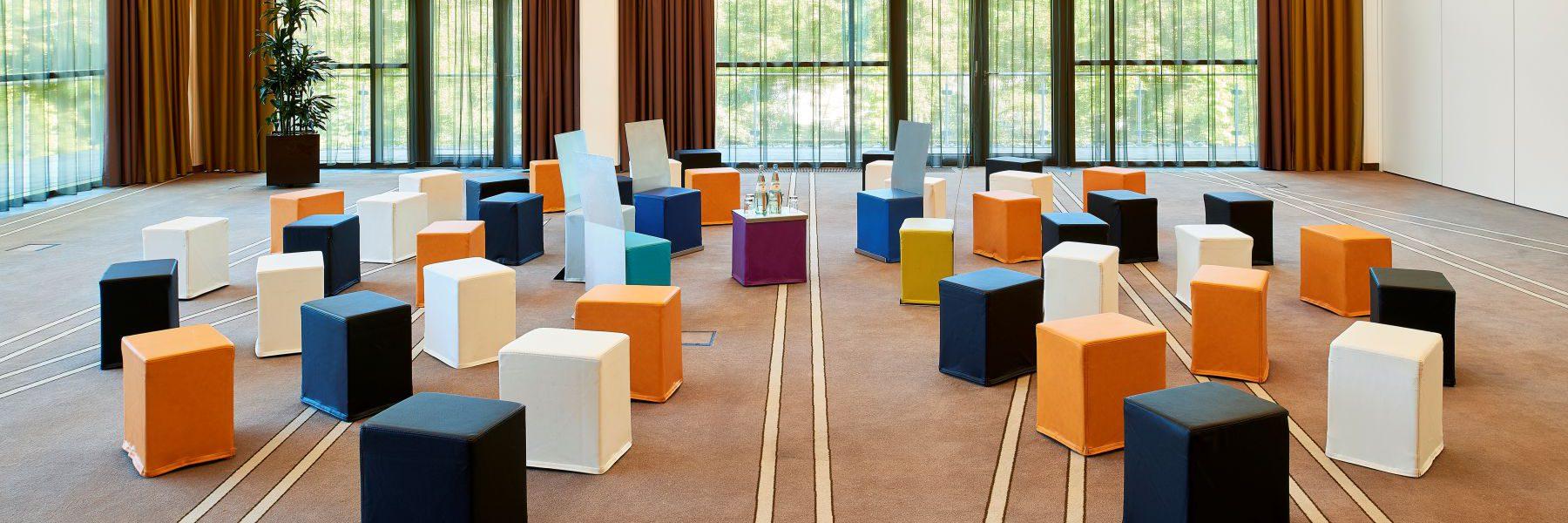 SWOOFLE Mietmöbel Europaweit Overnight - Möbel mieten für Fishbowl Bestuhlung