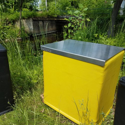 SWOOFLE Mietmöbel Europaweit Overnight - FlatDesk Aluminium outdoor B1 schwer entflammbar