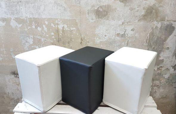 DAs Foto zeigt FlatCubes von SWOOFLE. Passend zur Farblehre in der Farbkombination- weiß schwarz weiß - SWOOFLE Mietmöbel